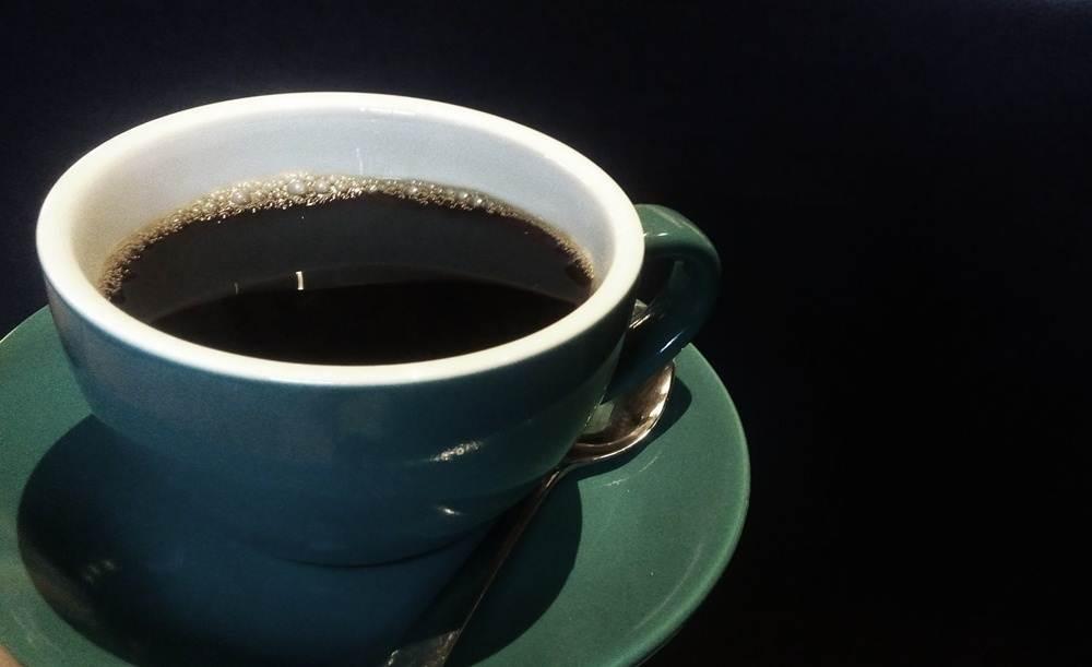Secangkir kopi panas