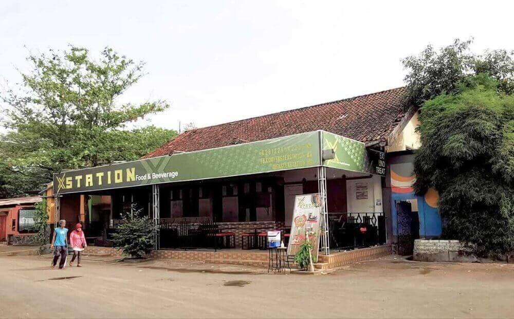 Bangunan di Stasiun Pati yang menjadi cafe